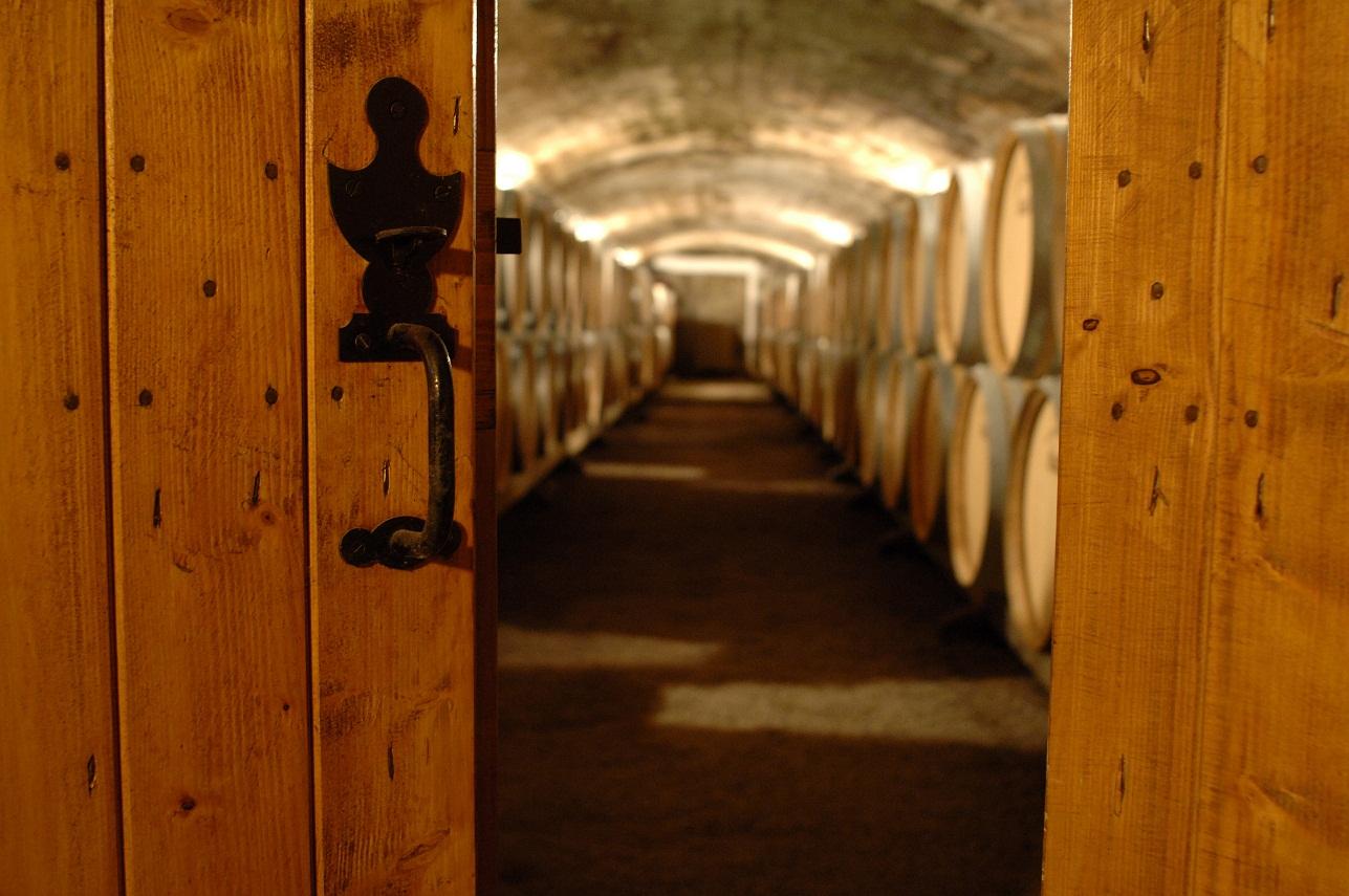 Quelques conseils pour sécuriser une cave à vins  Maison alarme ...
